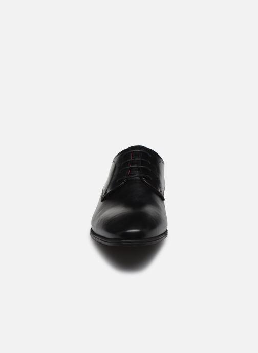 Scarpe con lacci Fluchos Adam F0842 Nero modello indossato
