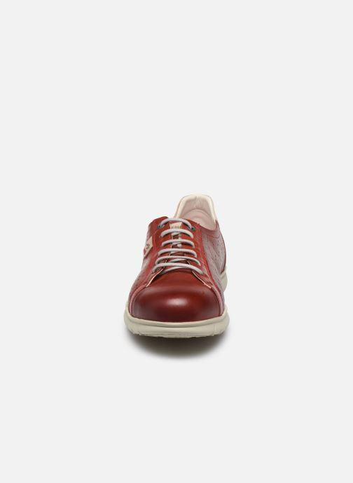 Sneakers Fluchos Iron F0852 Bordò modello indossato