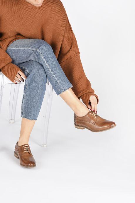 Chaussures à lacets Georgia Rose Nerpant Marron vue bas / vue portée sac