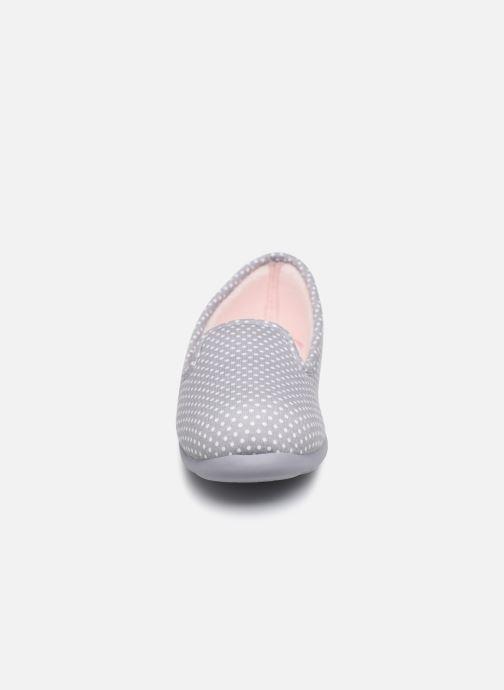 Chaussons Isotoner Slipper ergonomique Everywear Gris vue portées chaussures