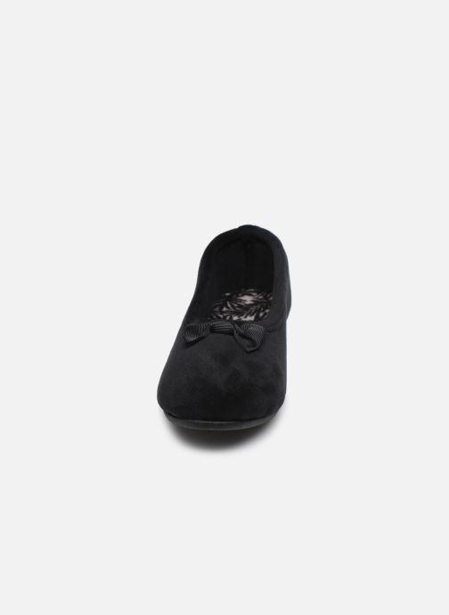 Chaussons Isotoner Ballerine micro velours W Noir vue portées chaussures