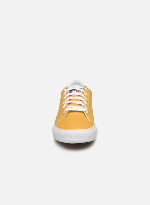 Sneakers Le Coq Sportif Verdon Plus W Giallo modello indossato