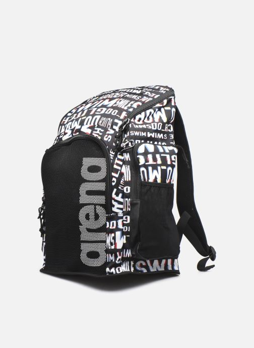 Mochilas Arena Team Backpack 45 Allover Negro vista del modelo