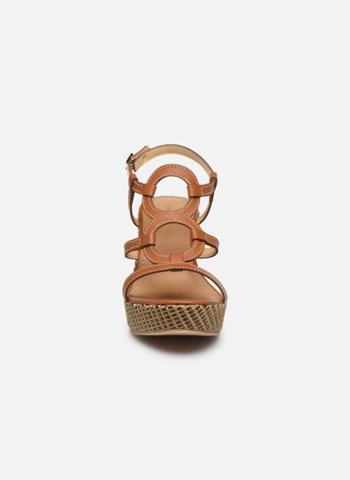 Sandales et nu-pieds Georgia Rose Lisoura Marron vue portées chaussures