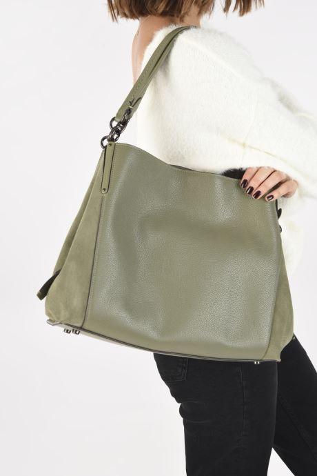 Handtaschen Coach Dalton 31 Shoulder Bag grün ansicht von unten / tasche getragen