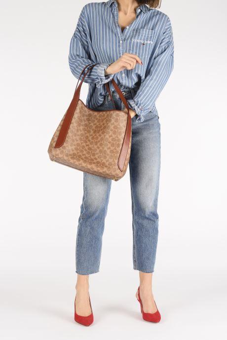 Handtaschen Coach Hadley Hobo braun ansicht von unten / tasche getragen