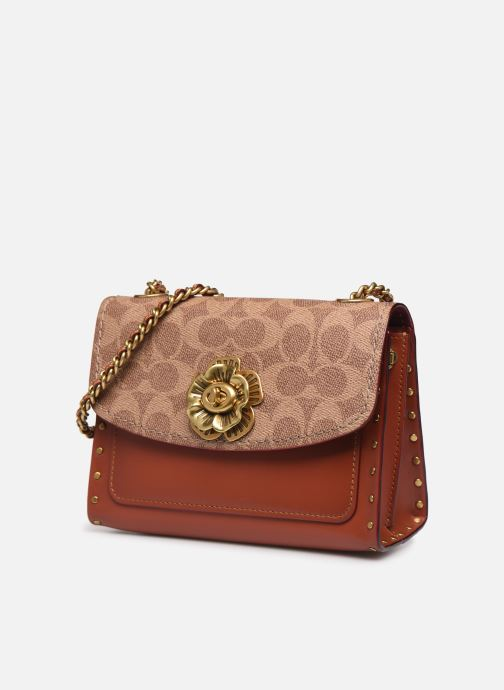 Bolsos de mano Coach Parker 18 Shoulder Bag Marrón vista del modelo