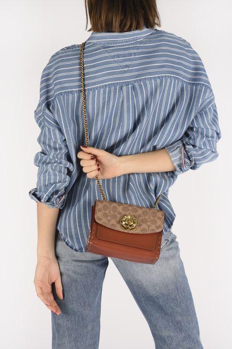 Handtaschen Coach Parker 18 Shoulder Bag braun ansicht von unten / tasche getragen