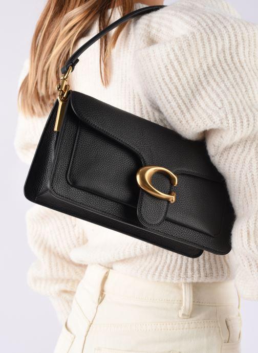 Sacs à main Coach Tabby Shoulder Bag 26 Noir vue bas / vue portée sac