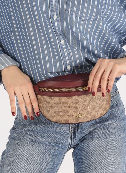 Handtaschen Coach Bethany Belt Bag braun ansicht von unten / tasche getragen