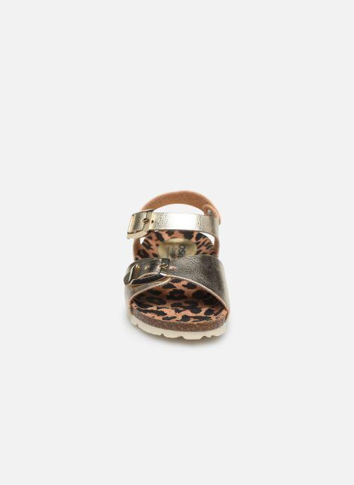 Sandalias Osito by Conguitos Metalizado Oro y bronce vista del modelo