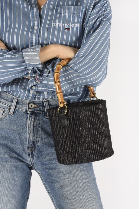 Handtaschen Arron Bucket Bag schwarz ansicht von unten / tasche getragen