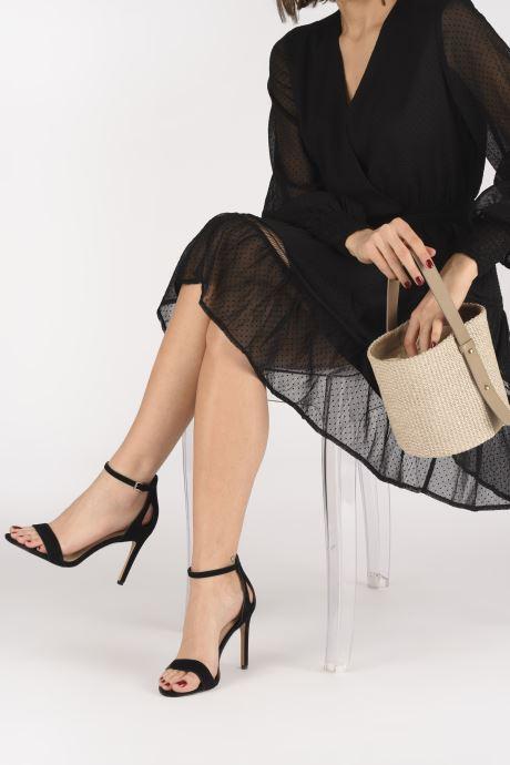Handtaschen Arron Small Bucket Bag beige ansicht von unten / tasche getragen
