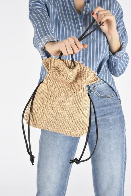 Handtaschen Arron Small Rafia Handbag beige ansicht von unten / tasche getragen