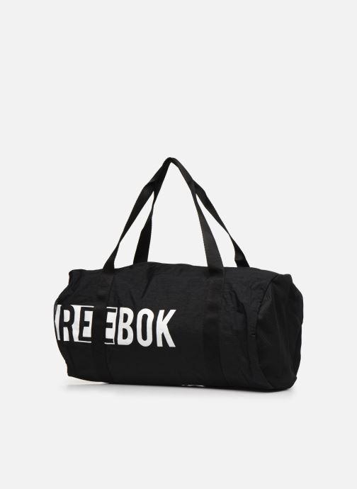 Borsa da palestra Reebok W Found Cylinder Bag 2 Nero modello indossato