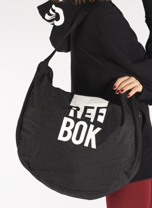 Handtaschen Reebok W Found Tote schwarz ansicht von unten / tasche getragen
