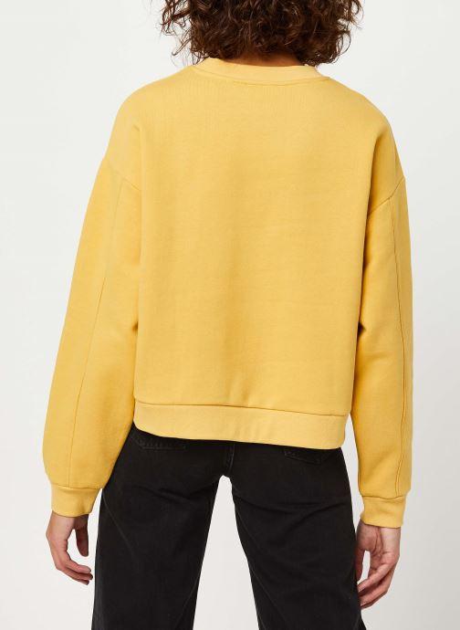 Vêtements Levi's Graphic Diana Crew Sweatshirt Jaune vue portées chaussures