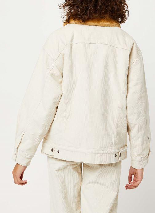 Vêtements Levi's Oversized Cord Fur Trucker Jacket Beige vue portées chaussures