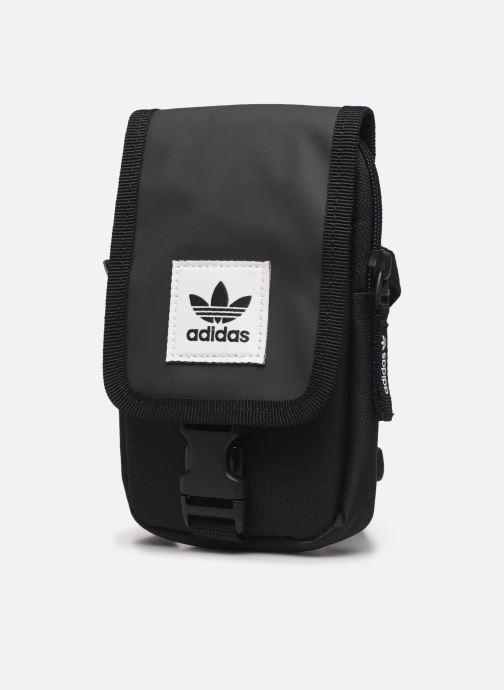 Sacs homme adidas originals Map Bag Noir vue portées chaussures
