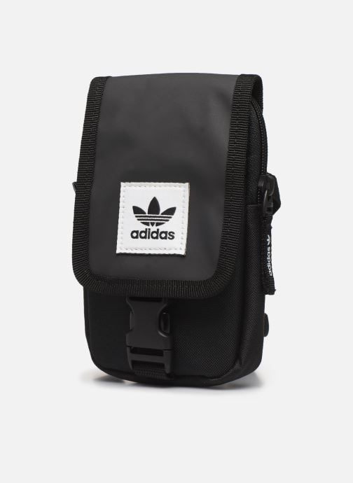 Bolsos de hombre adidas originals Map Bag Negro vista del modelo