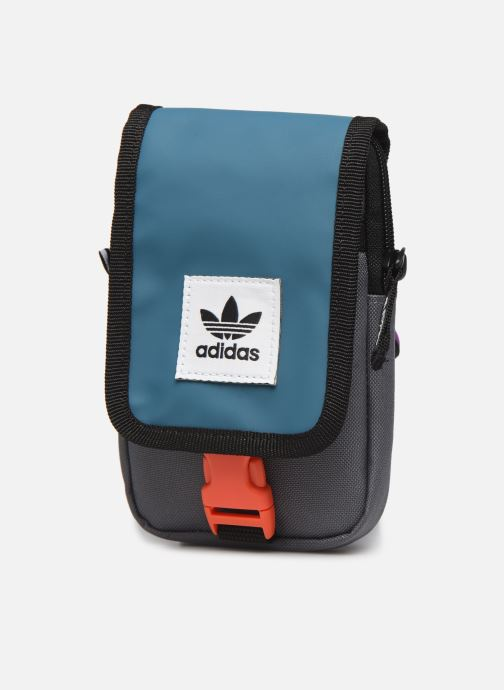 Bolsos de hombre adidas originals Map Bag Gris vista del modelo