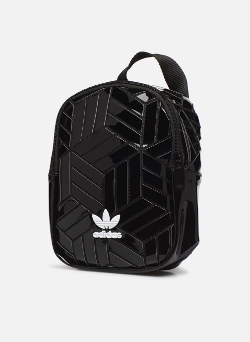 Mochilas adidas originals Bp Mini 3D Negro vista del modelo