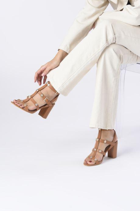 Sandales et nu-pieds Guess MAGALE Marron vue bas / vue portée sac