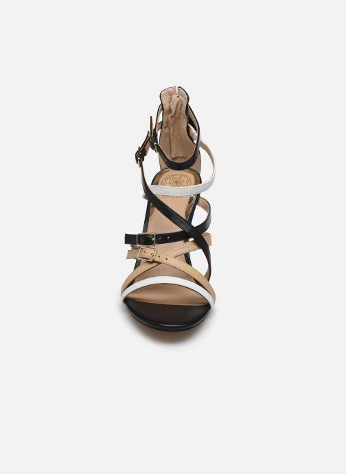 Sandales et nu-pieds Guess KAIRA Noir vue portées chaussures