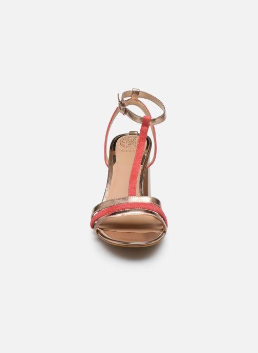 Sandali e scarpe aperte Guess MAISE Oro e bronzo modello indossato