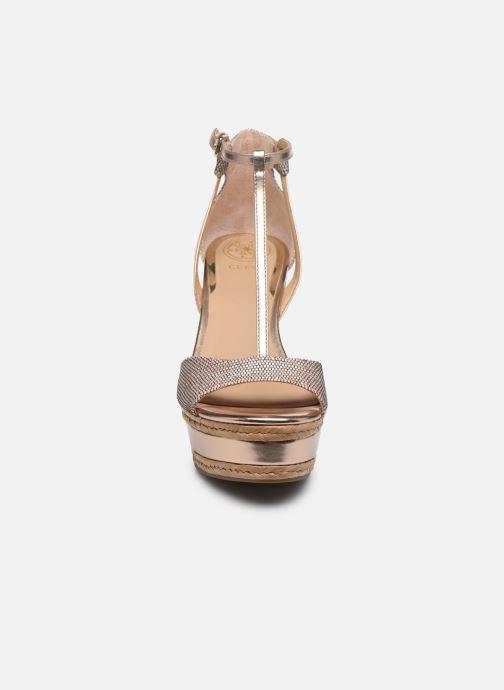Sandales et nu-pieds Guess GACE Or et bronze vue portées chaussures