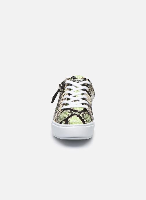 Sneakers Guess FIGGI Verde modello indossato