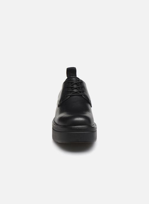 Scarpe con lacci Vagabond Shoemakers TARA 4946 Nero modello indossato