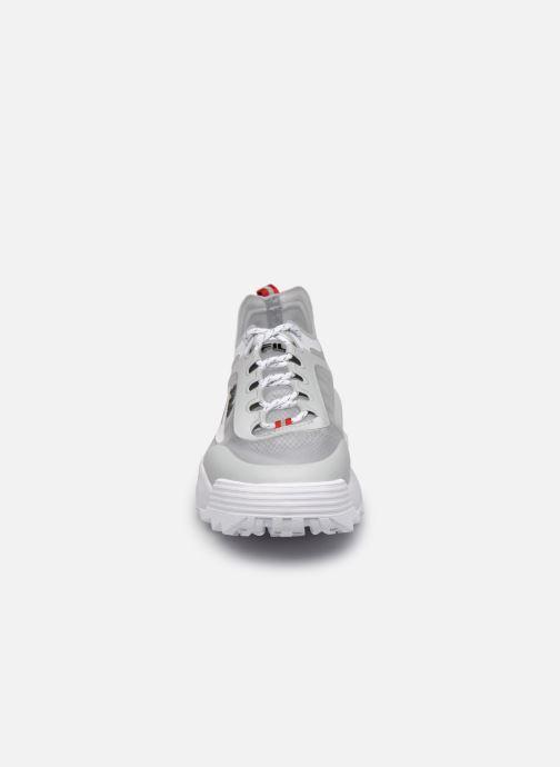 Sneakers FILA Disruptor Run Wmn Grigio modello indossato