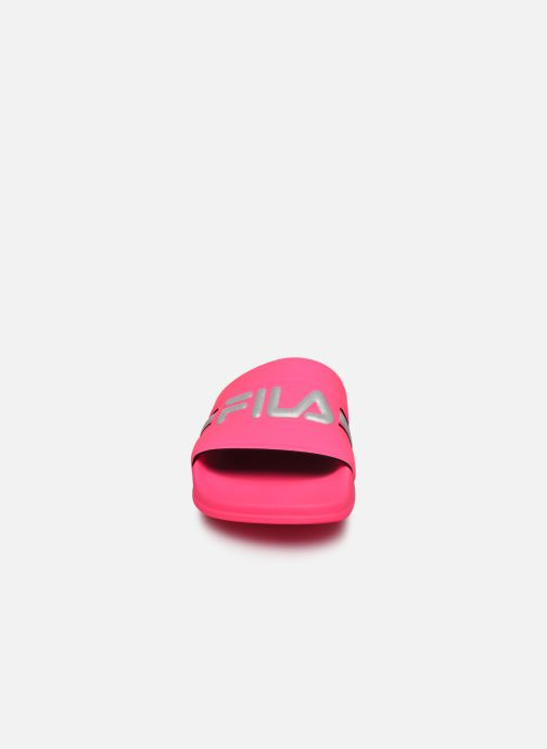 Zoccoli FILA Oceano Neon Slipper Wmn Rosa modello indossato