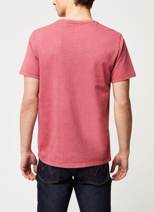 Vêtements Levi's THE ORIGINAL TEE Rouge vue portées chaussures