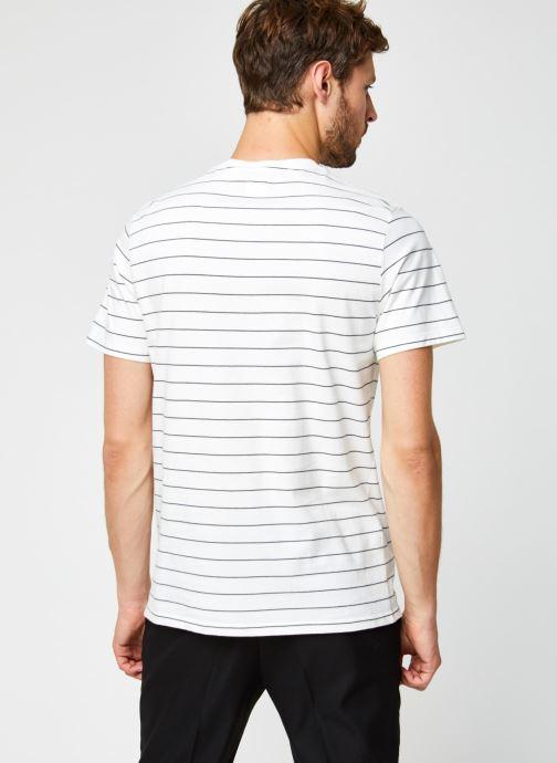 Vêtements Levi's THE ORIGINAL TEE Blanc vue portées chaussures