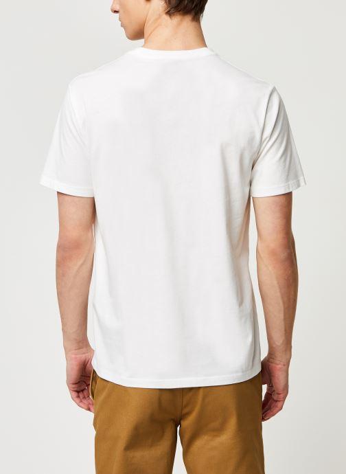 Vêtements Levi's HOUSEMARK GRAPHIC TEE Blanc vue portées chaussures