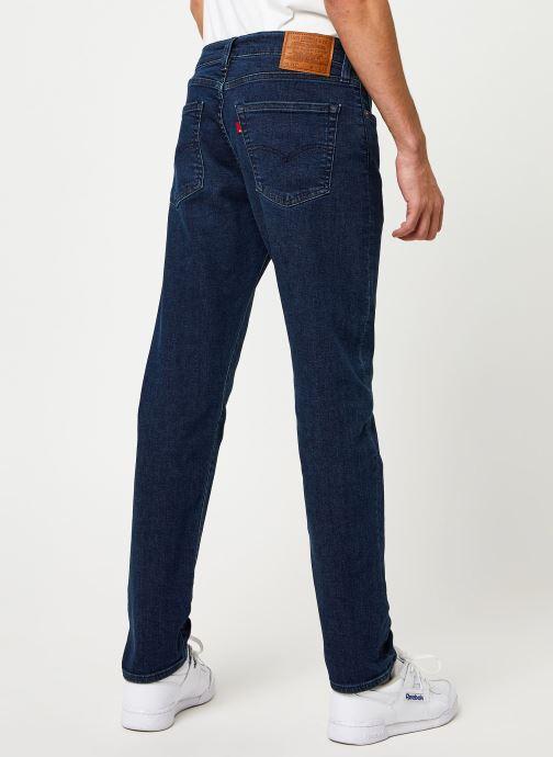 Vêtements Levi's 512™ SLIM TAPER FIT Bleu vue portées chaussures