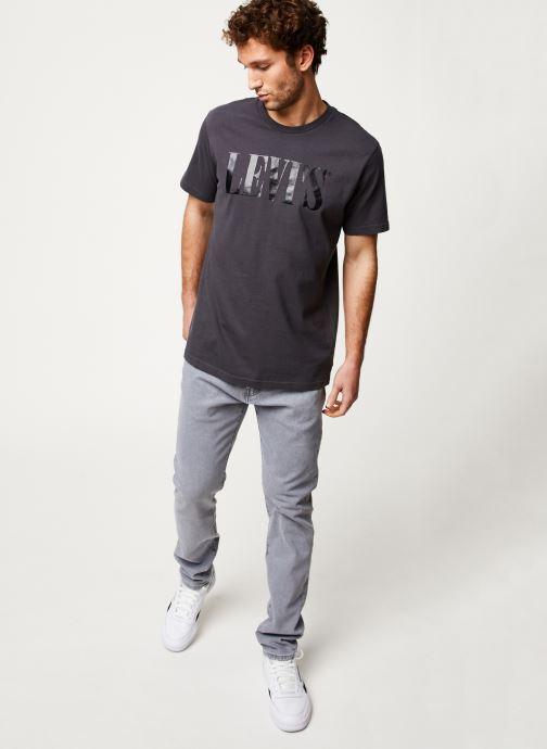 Vêtements Levi's RELAXED GRAPHIC TEE Noir vue bas / vue portée sac