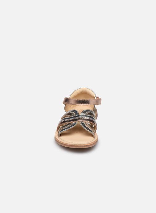 Sandali e scarpe aperte Carrement Beau Y09006 Argento modello indossato
