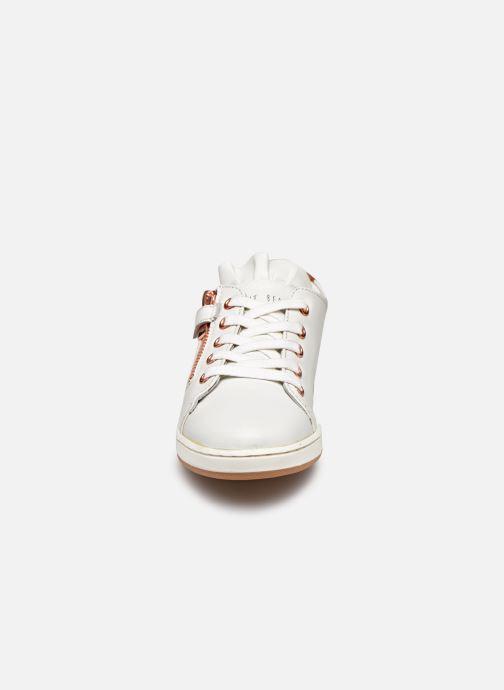 Baskets CARREMENT BEAU Y19055 Blanc vue portées chaussures
