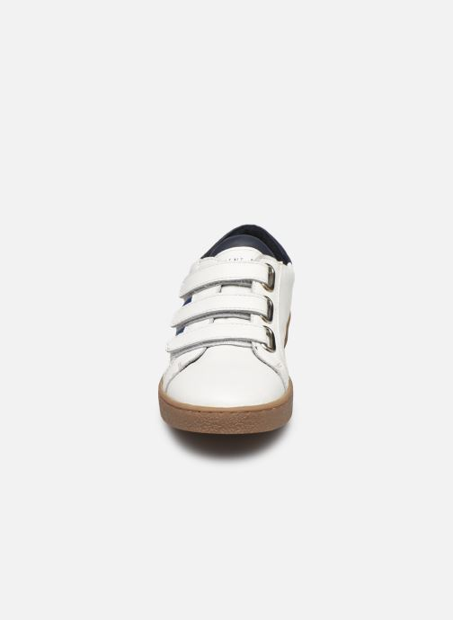 Baskets CARREMENT BEAU Y29032 Blanc vue portées chaussures