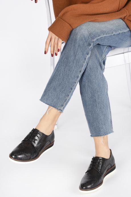Schnürschuhe Tamaris WLODI schwarz ansicht von unten / tasche getragen