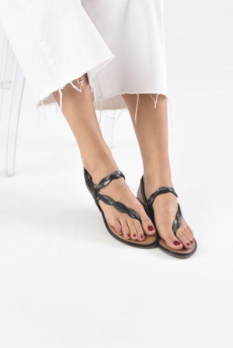 Sandales et nu-pieds Tamaris MANAO Noir vue bas / vue portée sac
