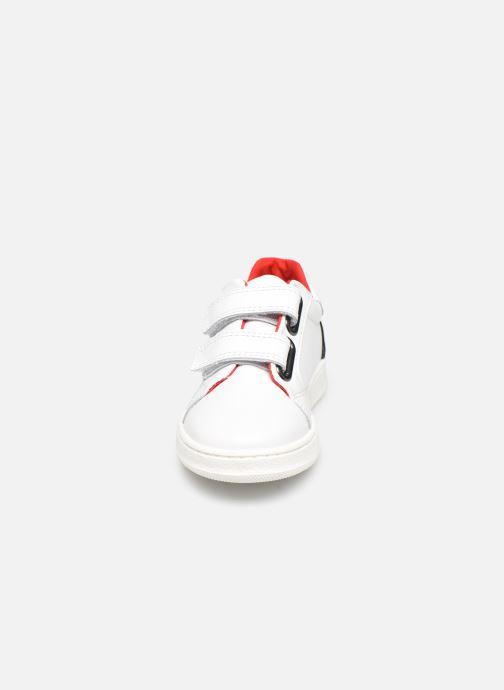Baskets BOSS J09131 Blanc vue portées chaussures