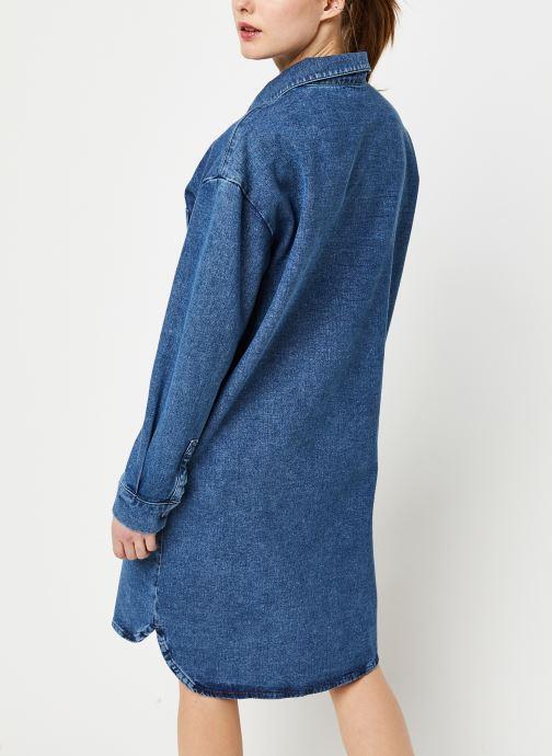 Vêtements Selected Femme HARPER LS LONG FRAY BLUE DENIM SHIR W Bleu vue portées chaussures
