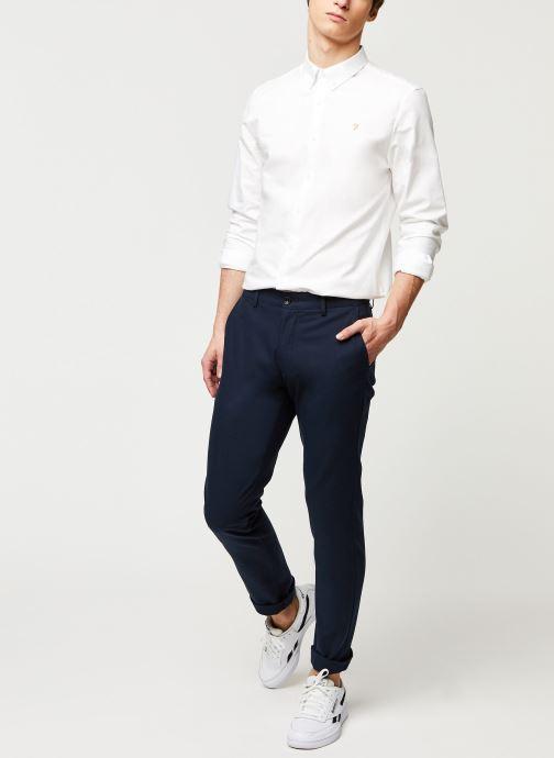 Vêtements Farah Elm Cotton Hopsack Bleu vue bas / vue portée sac