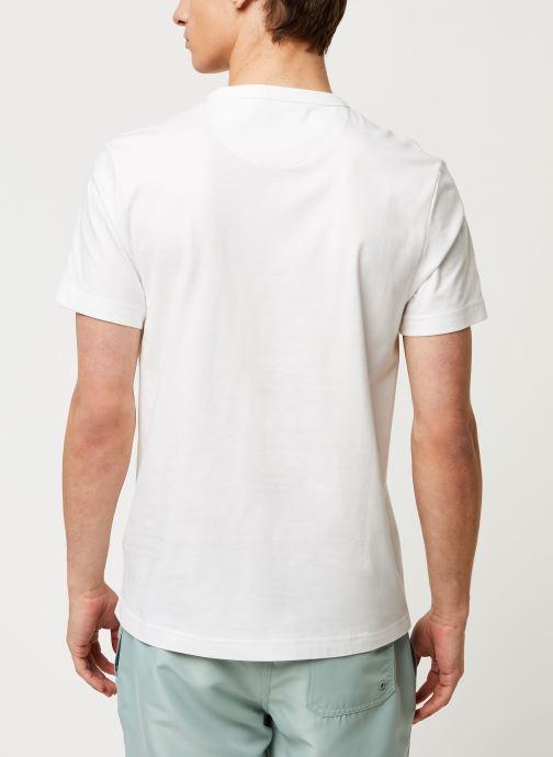 Vêtements Farah Dennis Slim Tee-Shirt Blanc vue portées chaussures