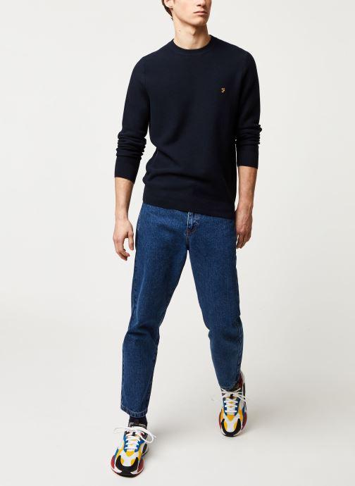 Vêtements Farah Delta Sweater Bleu vue bas / vue portée sac