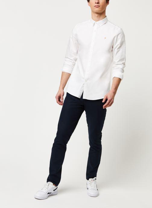 Vêtements Farah Brewer Slim Blanc vue bas / vue portée sac